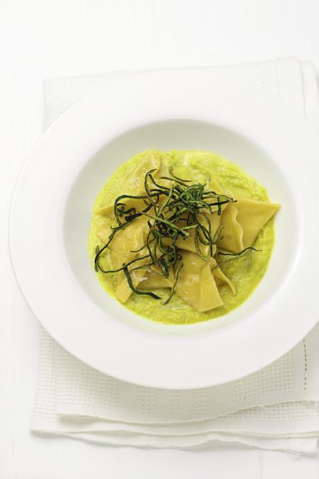 cucina e ricette-Pasta ripiena con salsa di zucchine