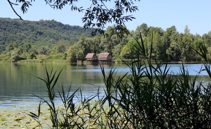 Tarzo-Percorso lungo il lago a Lago